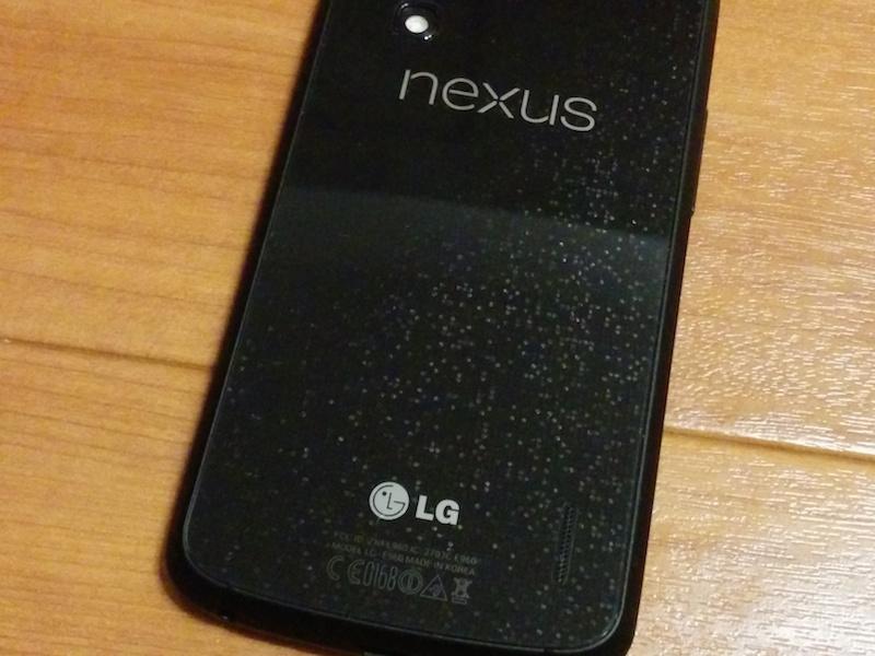 Nexus4のバックパネルはラメ入り
