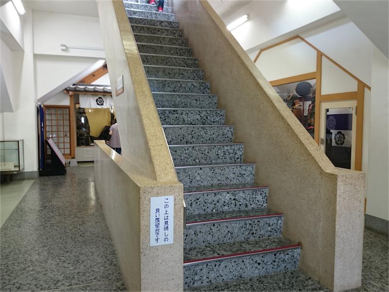 道中よりも傾斜のきつい階段