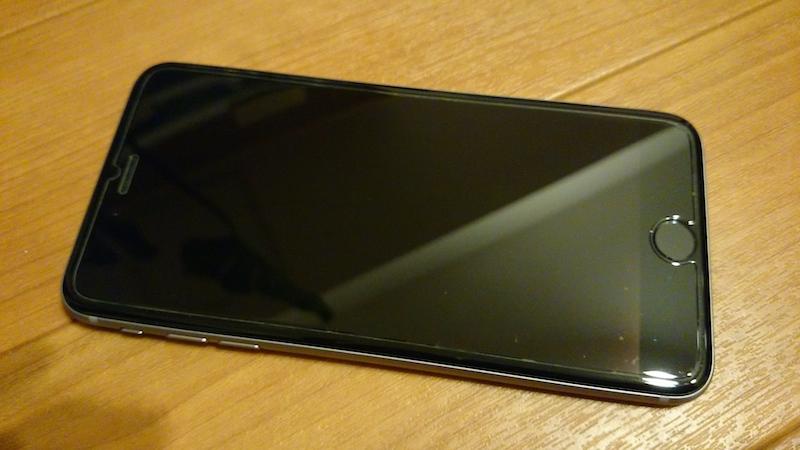 iPhone 6 Plus にガラスフィルム装着