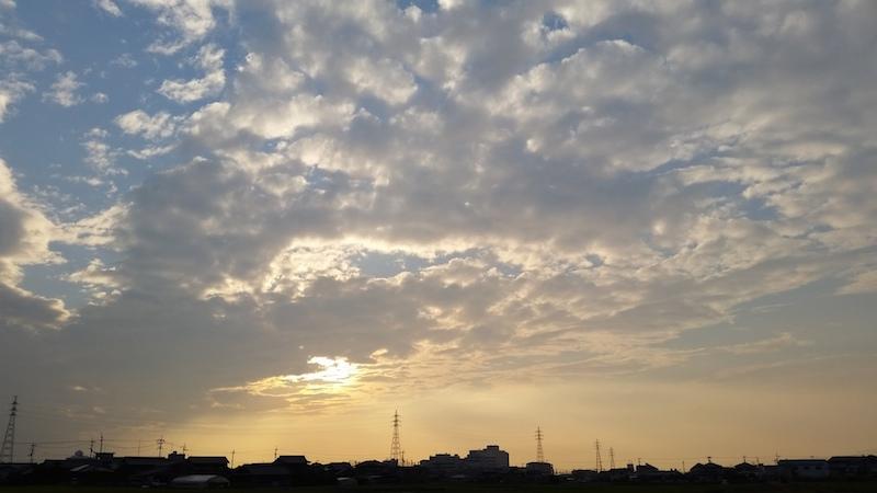 田舎の夕方の空
