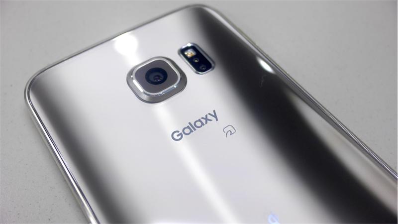 Galaxy S6 edgeをタッチ&トライ