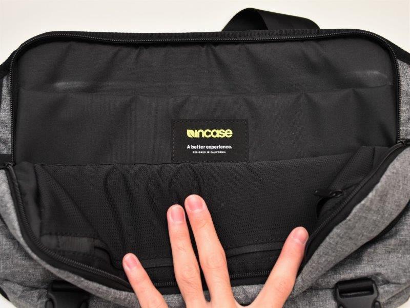 CL55575 Incase Sling pack
