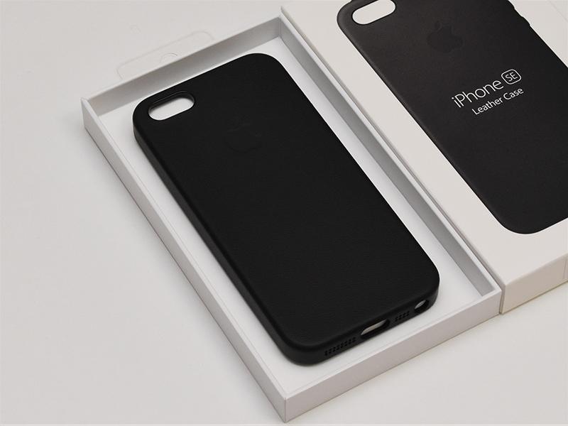 ded575b5c6 Apple純正「iPhone SE レザーケース」レビュー。魅力は何より指先だけ ...