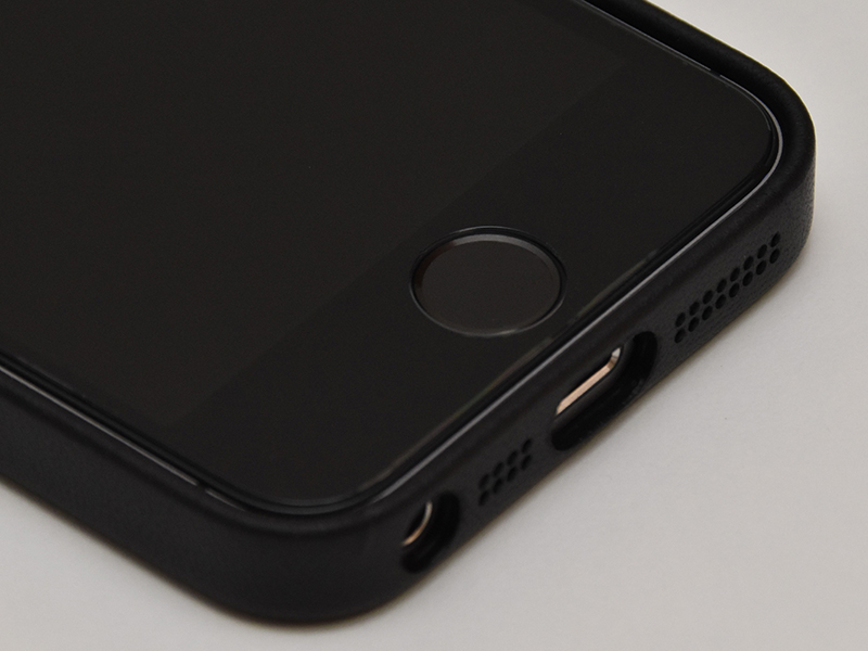 iPhone SEレザーケース
