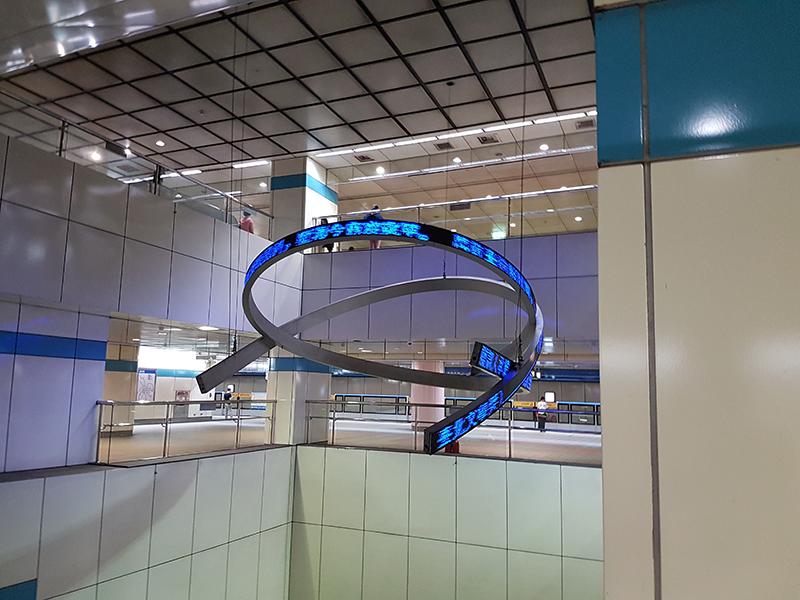 府中駅に設置されていた電光掲示板