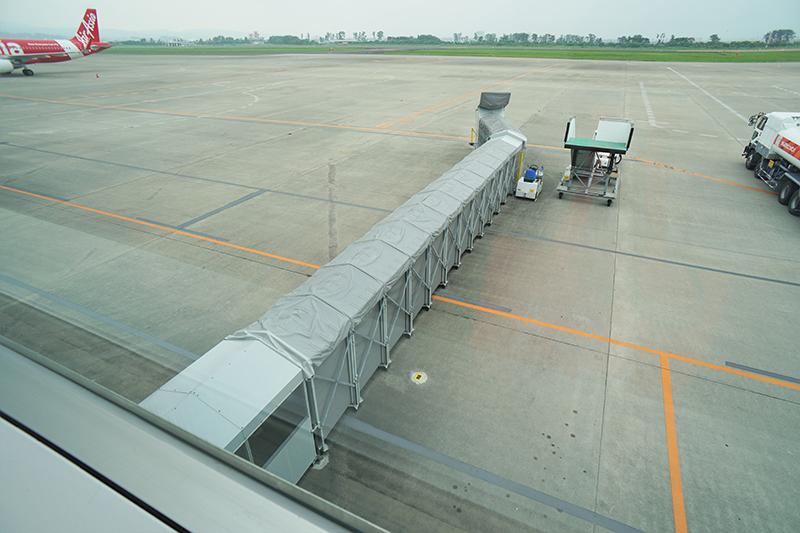 仙台国際空港のエプロンルーフ