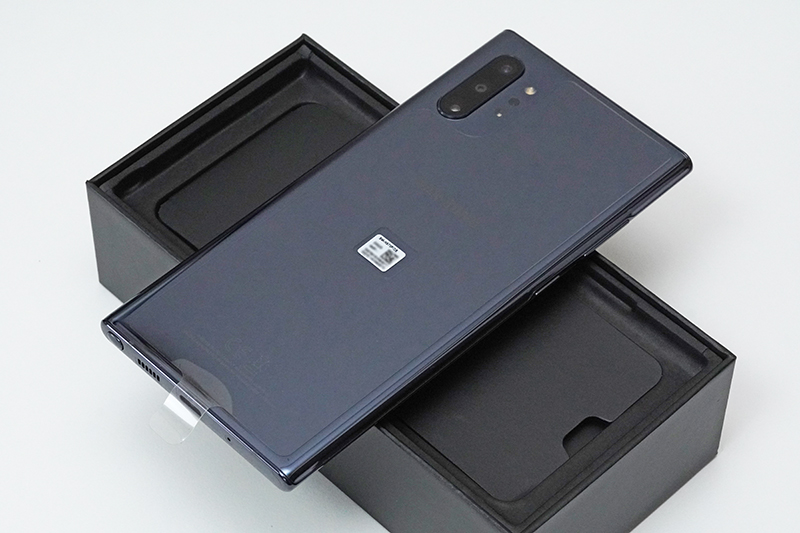 Galaxy Note10+のパッケージを開けたところ