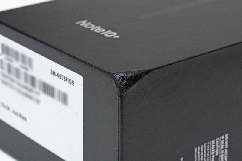 商品のパッケージボックス